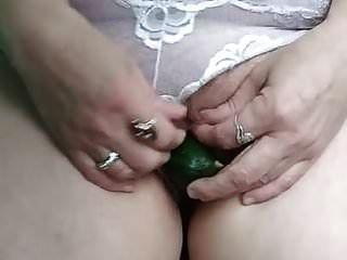margarita milf com foxtail na bunda dela e pepino na buceta