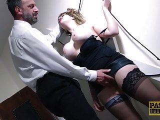 puta inglesa submissa dominado e alimentado com mestres cum