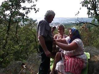 vovô tem permissão para foder jovem loira de sua esposa