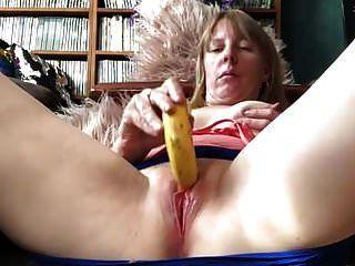 brincando com uma banana