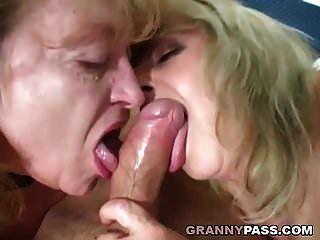 vovó gordinha compartilhar galo jovem com sua amiga