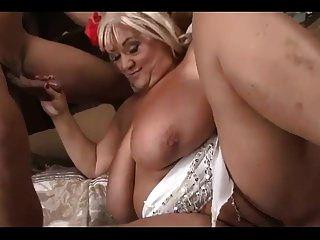 bela bbw vovó com bunda grande e peitos fode