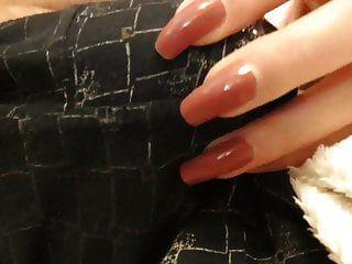 calça arranhão e empurrou (unhas vermelhas)