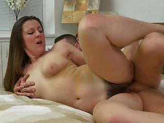 mãe madura peluda seduzir filho sortudo jovem