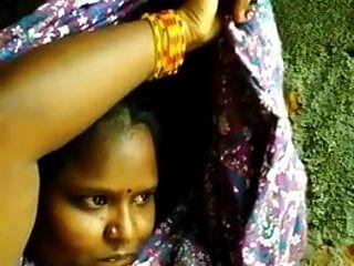 garota tamil indiano do Sul mostra selfie besteira para bf