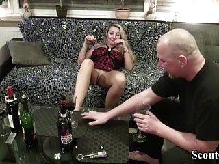vizinho seduzir milf alemão para foder com degustação de vinhos