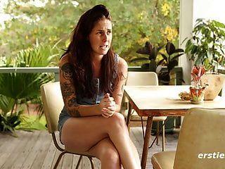sexy susie peluda mamalhuda e tatuagem cona jogar