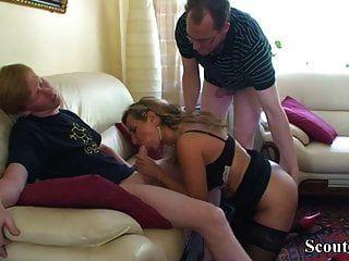 Passo alemão filho e amigo seduzir mãe para obter primeiro foda