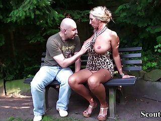 grandes mamas alemãs milf seduzem estranho para foder no parque