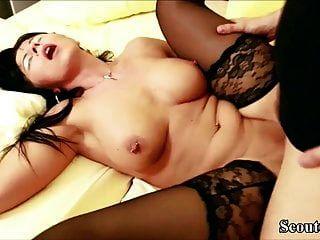 mãe alemã quente na meia em fitas de sexo privat com filho de passo