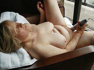 madura exibicionista de janela masturbando
