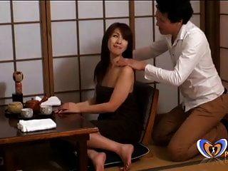 massagem vai longe demais para o milf japonês