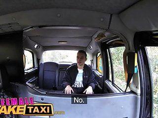 cara de táxi falso feminino tem sorte com morena gostosa