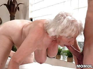 mãe velha norma gosta de sexo depois da massagem