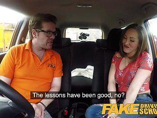 falsa escola de condução grandes mamas aprendiz espanhol ama chupando