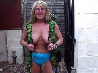 garota do exército de volta do knicker 2