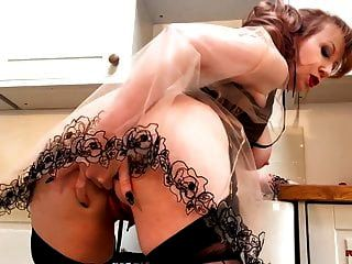 vixen ruiva madura vibra sua buceta na cozinha