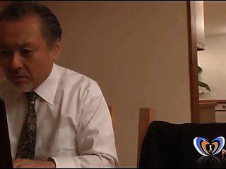 milf japonesa recebendo orgasmo na frente de seu marido
