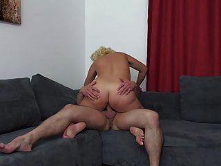 mãe madura seduzir filho sortudo