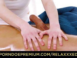 relaxxxed foda oleosa na mesa de massagem com ela nek
